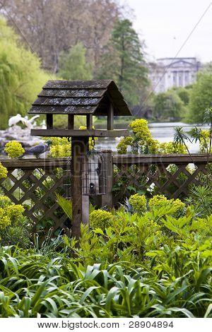 Birdhouse with Buckingham Palace as background, St James park, London.