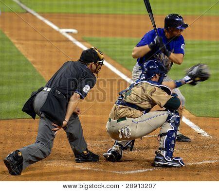 Juego de béisbol - bateador, receptor y el árbitro.