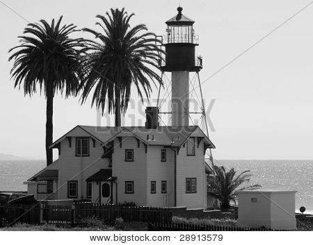 Point Loma Lighthouse - imagen en blanco y negro de este emblemático edificio en San Diego, California (Estados Unidos