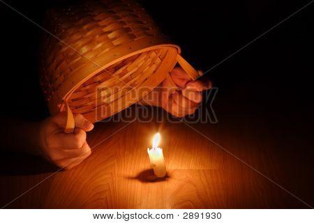 Luz brillante (concepto bíblico-ocultar su luz bajo el celemín)