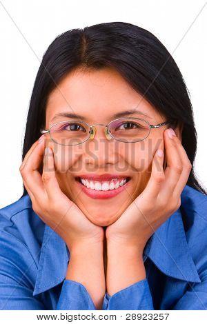 eine Frau mit Blick in Richtung der Kamera wirken wie sie Anbetung Sie.