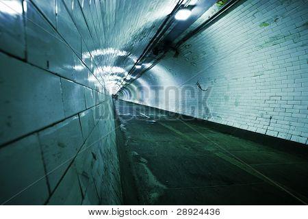 Creepy viejo túnel bajo el río Támesis