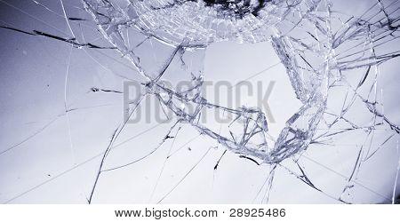 Vidrios rotos en tono azul claro.