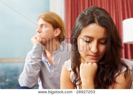 Paar, das Problem, die Frau ihr Gatte ignorieren