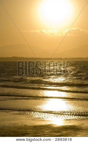 golden Sunset Byron bay