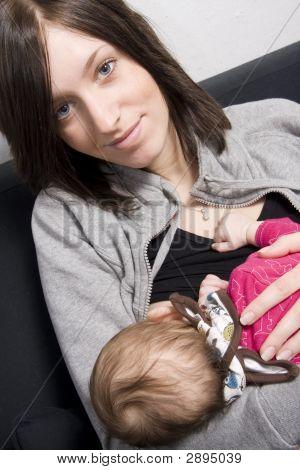 Joven madre con su bebé