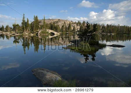 Sierra Nevada Lago reflexión