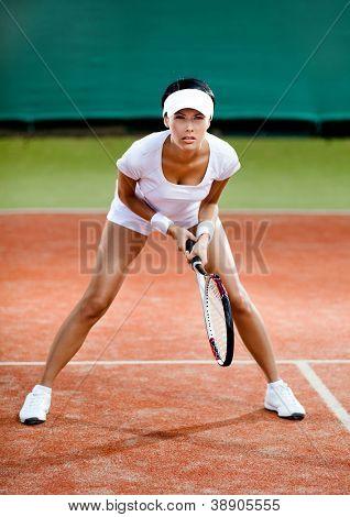 Competición de tenis. Jugadora en la cancha de tenis