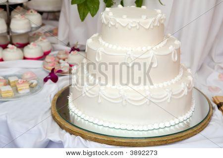 drei Ebenen Hochzeitstorte