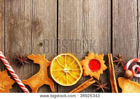 Hausgemachte Lebkuchen weihnachtsgebäck über Holztisch
