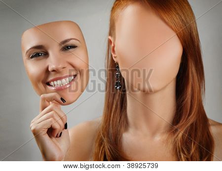 Junge Frau Betrieb fröhliche Maske
