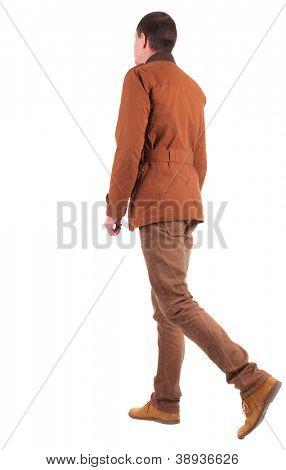 Vista traseira do vai elegantemente vestido de homem uma jaqueta marrom.  curta o rapaz. Traseira vista pessoas co