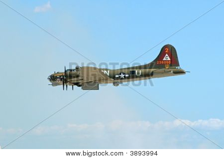 B-17 Making Bomb Run