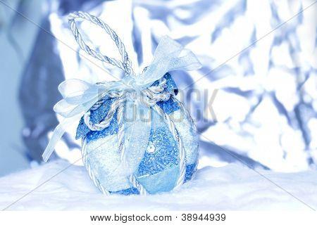 Christmas Ball auf abstrakte hellen Hintergrund, Shallow Dof