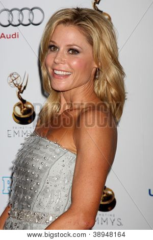 LOS ANGELES - SEP 21:  Julie Bowen arrives at the Primetime Emmys Performers Nominee Reception at Spectra by Wolfgang Puck on September 21, 2012 in Los Angeles, CA