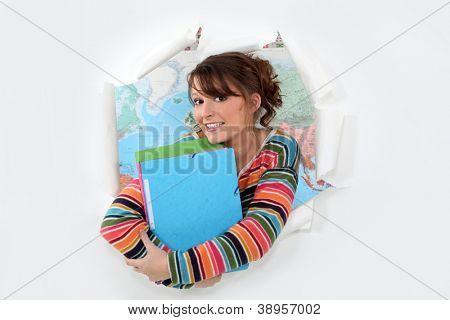 Student vor einer Karte