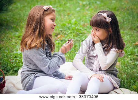 Children's problems between two girlfriends