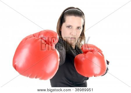 Retrato de una mujer joven con guantes de boxeo