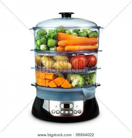 Alimentação saudável no vapor, panela de vapor com legumes diferentes isolado no branco