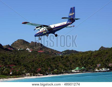 Dramatic Winair plane landing at St Barts airport