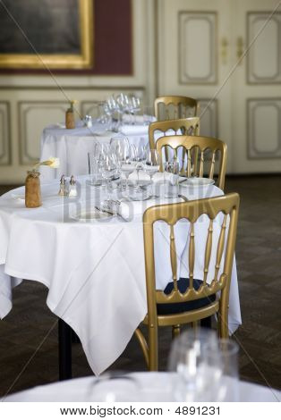 Restaurant - Classic Dining Tables