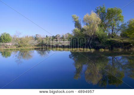 Rio americano lagoa com reflexo