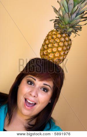 Garota do abacaxi