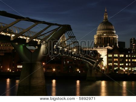 St. Paul's cathedral and Millennium Bridge