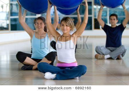 Gruppe an ein Pilates-Klasse