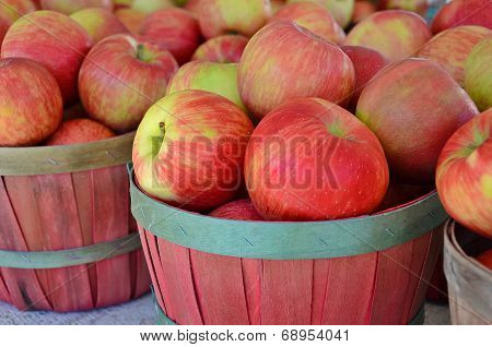 Apples baskets