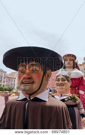 Giants And Big Heads Burgos