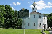 foto of church-of-england  - Sixteen sided round church in Richmond Vermont on a summer day - JPG