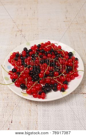 Mixed Black Adn Red Currants In A Bowl