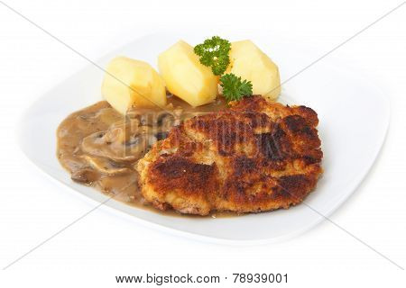 Schnitzel with potatoes and mushrooms