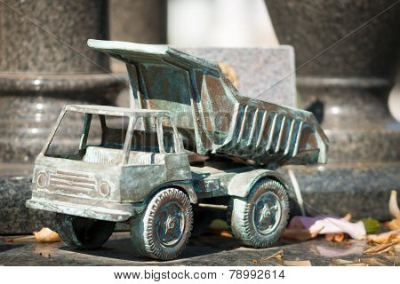 Tomb Ornament Metal Truck