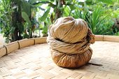 picture of threshing  - Fabric filter the tea leaves on threshing basket  - JPG