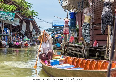 BANGKOK, THAILAND - CIRCA MARCH 2014: Damnoen Saduak floating market in Ratchaburi near Bangkok, Thailand.