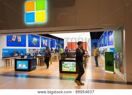 First Microsoft Corporation Store Opens In Toronto