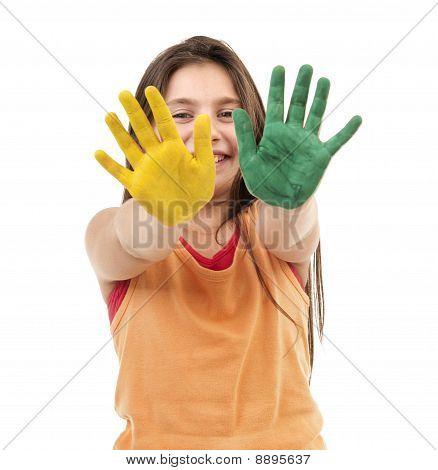 Mädchen mit Paint auf Händen