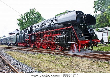 Fast Train Engine BR 01