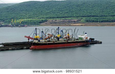 Vessel Under Loading