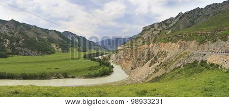Bending of Chuya River and Chuysky Trakt in Altai Mountains.
