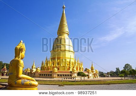 Sculture Golden And Sharp Pagoda