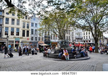 Brussels, Belgium - May 12, 2015: People At Place D'espagne (spanish Sqaure) In Brussels
