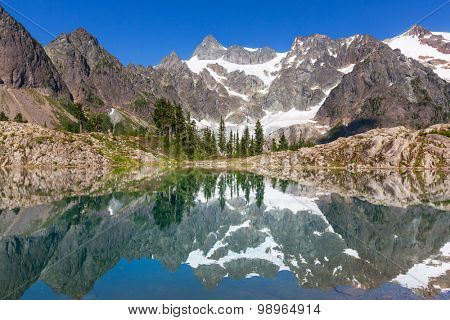 Ann lake and mt.Shuksan,Washington