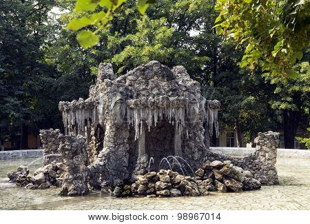 Old Fountain.