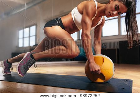 Muscular Woman Doing Intense Core Workout In Gym