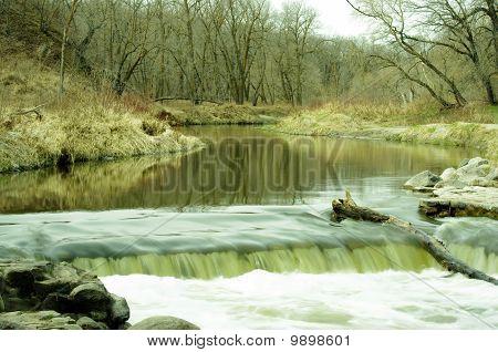 Río de primavera