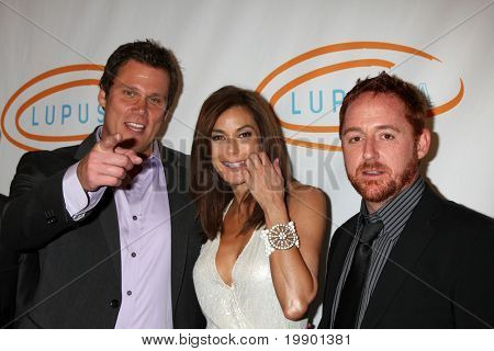 LOS ANGELES - MAY 12:  Bob Guiney, Teri Hatcher, Scott Grimes arriving at the 11th Annual Lupus LA Orange Ball at Beverly Wilshire Hotel on May 12, 2011 in Beverly Hills, CA