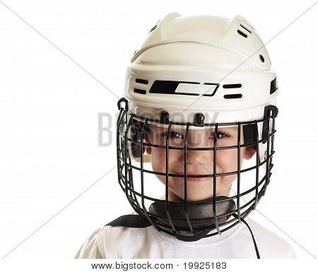 Muchacho en casco de hockey